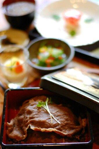 蕎麦菜 阿蘇のあか牛丼とくず料理のセット―南小国の食べ物―