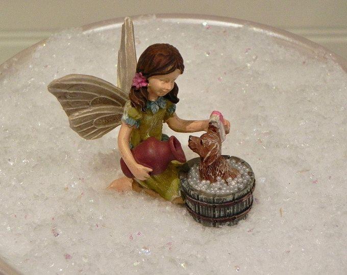 Recortador de hadas Katie & Scruffy, estatuilla del jardín de hadas, baño de perro miniatura, accesorios de jardín de hadas, accesorios jardín miniatura, miniatura