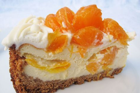 Deze Mandarijn Cheesecake is heerlijk fris en fruitig en daarom één van mijn favoriete cheesecake recepten! Veel bakplezier!