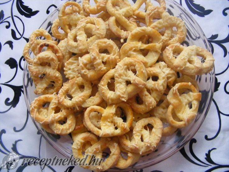 A legjobb Mini sajtos perec recept fotóval egyenesen a Receptneked.hu gyűjteményéből. Küldte: Domján Mária