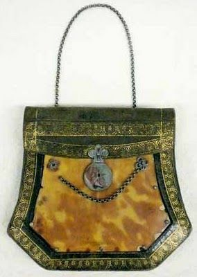 1825 Purse with tortoise shell plaques on gilt stamped leather accordian pouch Museum of the City of New York