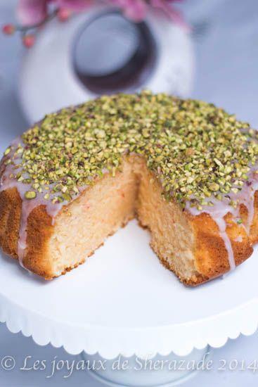 Des recettes de gâteau au yaourt il existe des tas. Ce grand classique il a été visité et revisité maintes et maintes fois. Un gâteau qui traversée les temp