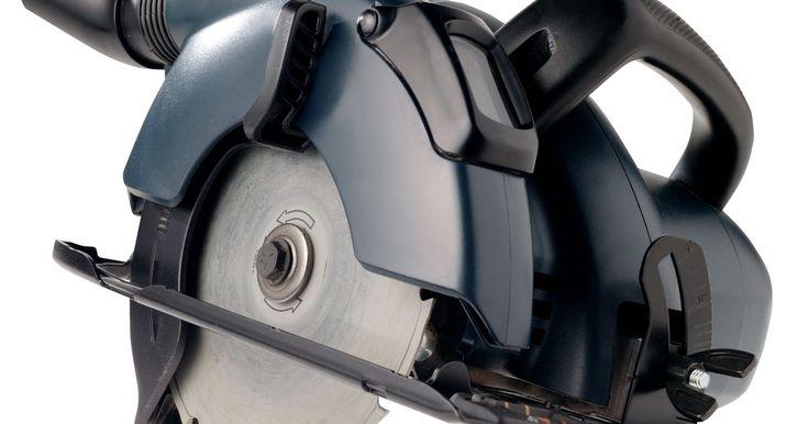 Projetos para serra de braço radial . Uma serra de braço radial é basicamente uma serra circular que foi montada em um suporte, ou radial, presa por um braço em uma mesa. O equipamento pode ser ajustado para cortes em esquadria, ou elevado e rebaixado para regular a profundidade do corte. Além disso, a serra pode ser ajustada com um transferidor como se fosse uma serra circular, ...