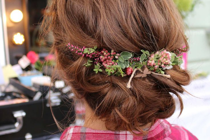 loose updos with flowers hippie hairstyle summer hairdo coachella hairstyling