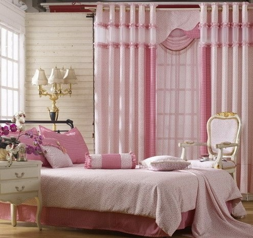 Pink bedroom's curtain