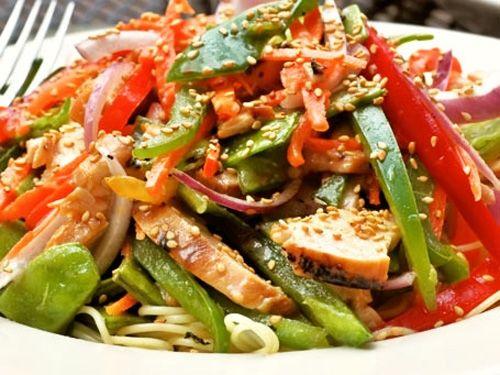 ¿Te gusta el Chop Suey? Aprende a prepararlo aquí de manera fácil y rápida, disfruta con familia y amigos de los beneficios de la comida china. Recuerda que si no quieres generar mucho trabajo al cocinar también puedes pedirlo aquí: http://www.hellofood.com.co/restaurants/index/cuisines/china-asiatica-y-oriental/