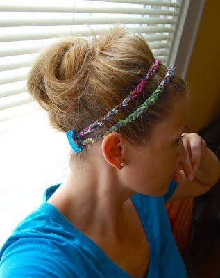 Very cute DIY headband... made out of fabric, felt, and elastic hair ties. All you need is a hot glue gun.