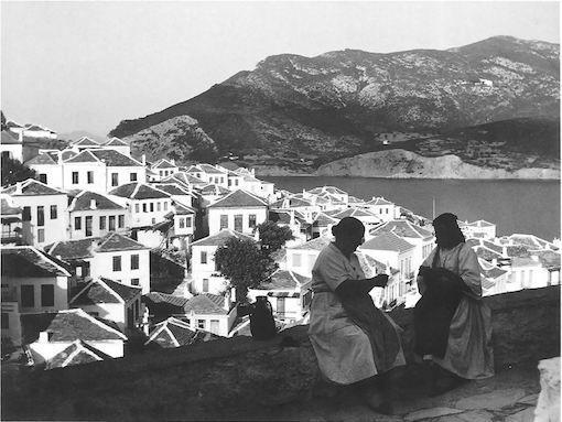 Η Σκόπελος τη δεκαετία του 1960 σε φωτογραφία το λαρισαίου φωτογράφου Τάκη Τλούπα).http://takis.tloupas.gr