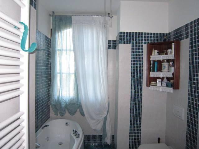 Tenda arricciata a effetto pacchetto con calata coordinata - Cestini all uncinetto per il bagno ...