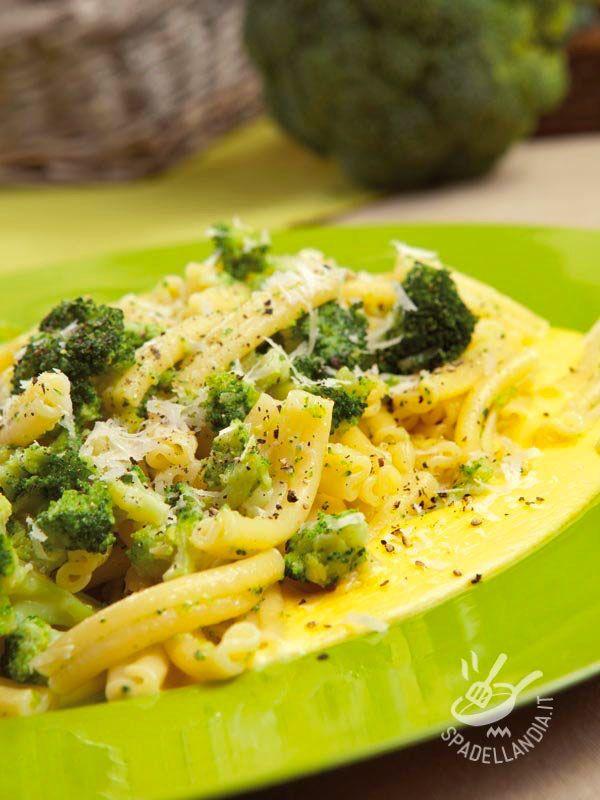 Pasta with broccoli and taleggio - Se volete rendere la vostra Pasta ai broccoli e taleggio ancora più saporita, guarnite i piatti, al al momento di servire, con pancetta croccante!