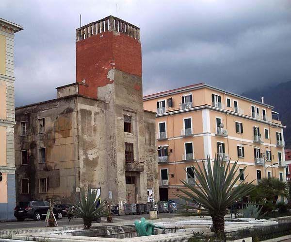 Centro Studi Architettura Razionalista - Il centrosinistra difende la Casa del Fascio - Il Mattino 13/05/2010