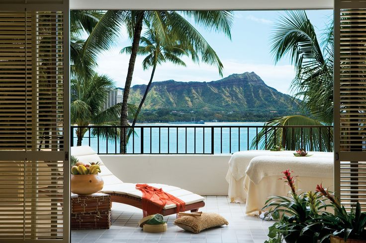 14 Sunny Places You'll Want To Visit Now #refinery29, Halekulani Resort and Hotel in Honolulu, Hawaii