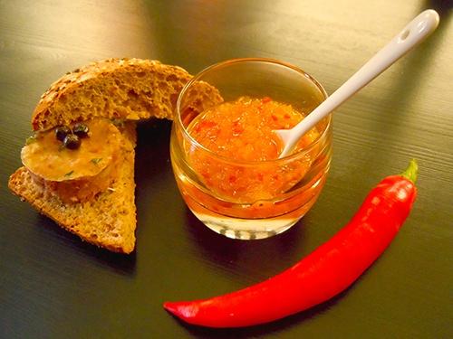 Confituur van gele paprika, rode peper en gember