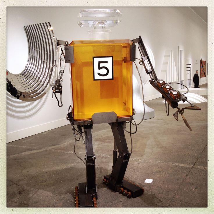 Chanel N°5 Robot - Chanel Show - Paris