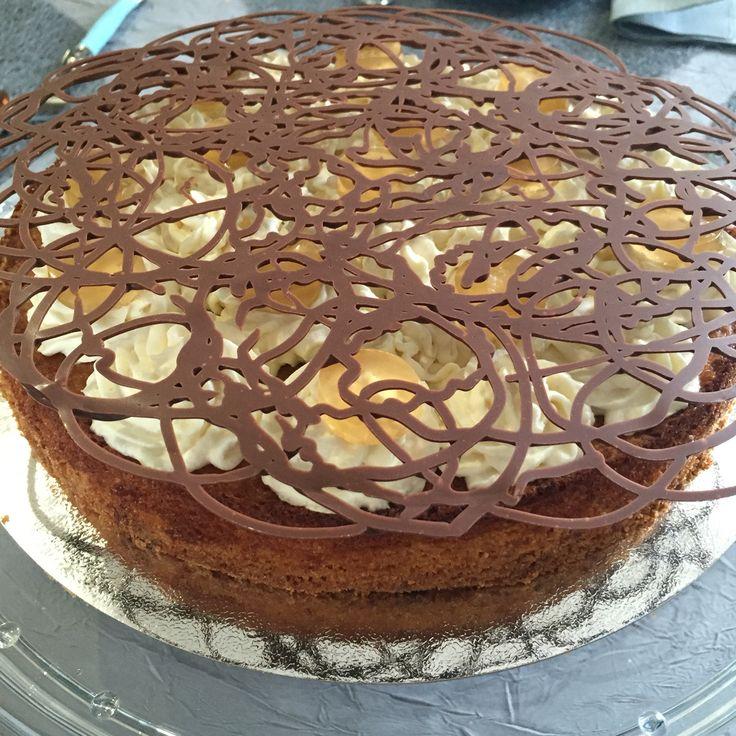 Mon Fantastik Pommes / amandes (sablé breton, crème d'amandes, pommes, crème montée à la pomme, gelée de pomme et décor chocolat au lait à croquer !)