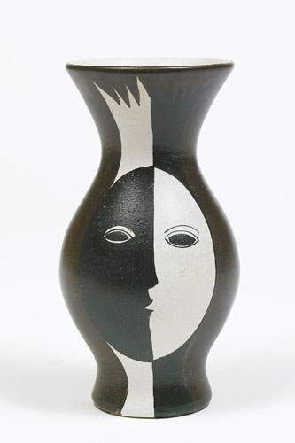 """POL CHAMBOST Vase visage circa 1956. Faïence. Signé """" Poterie/ Pol Chambost / 844/ MADE IN FRANCE """" H. 24,5 cm"""