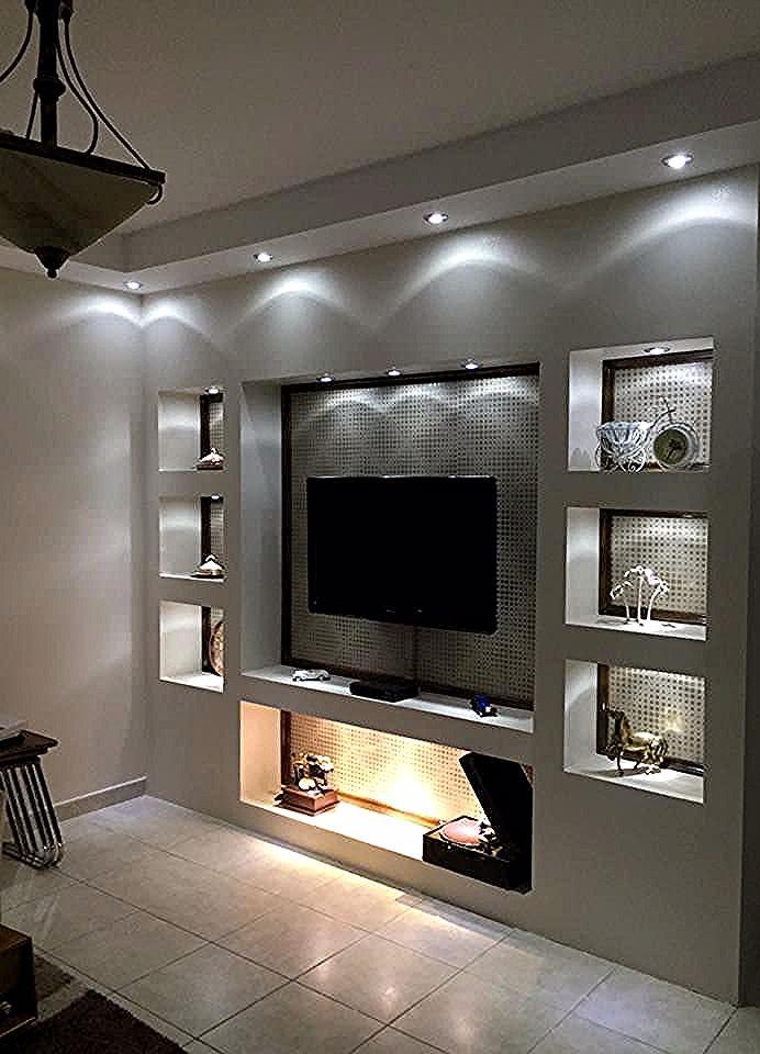 Una Classica Parete Con Nicchie In Cartongesso Illuminate Con Faretti Da Incasso E Modern Living Room Lighting Living Room Design Modern Ceiling Design Modern