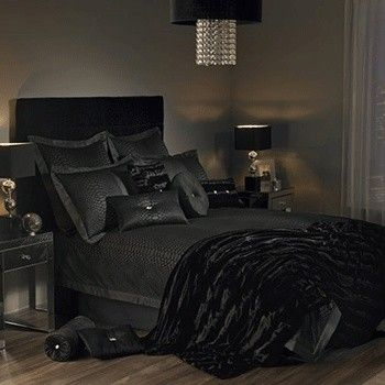 Svart soverom design soverom pinterest sexy style for Black bed bedroom ideas
