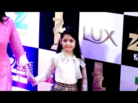 WATCH Salman Khan's MUNNI Harshaali Malhotra @ Red Carpet of Zee Cine Awards 2016. See the full video at : https://youtu.be/fv1cZAh6Nh4 ‪#‎harshaalimalhotra‬ ‪#‎zeecineawards2016‬