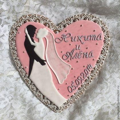 Чудесное расписное сердце - будет прекрасным подарком на свадьбу, годовщину свадьбы, День Рождение и любое другое важное событие! Можно дополнить маленькими сердечками в цвет Дизайн обсуждается индивидуально Упаковка не входит в стоимость.