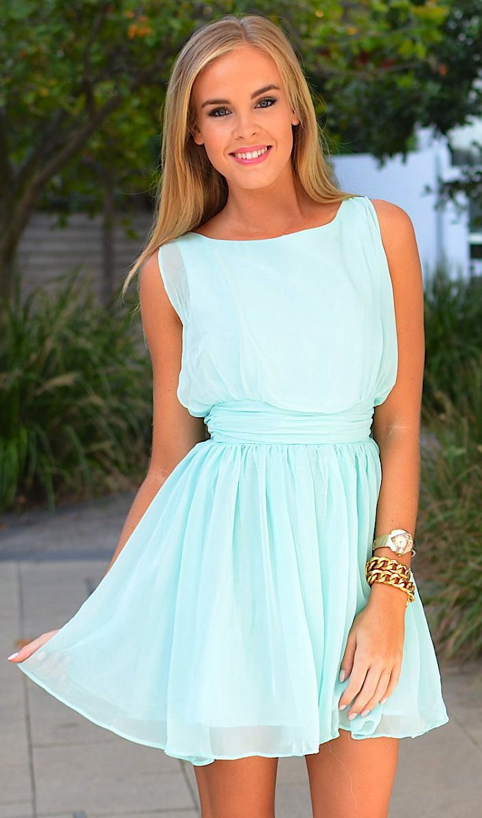flowy mint dress / could double as a spring/summer bridesmaids dress? I am SO OBSESSED with this. Perfect with pretty jewelry and bridesmaids can wear it again