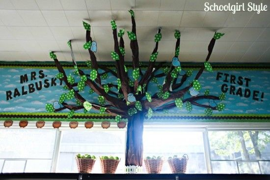 Classroom Tree Decorating Ideas ~ Learn how to make this amazing tree in your own classroom