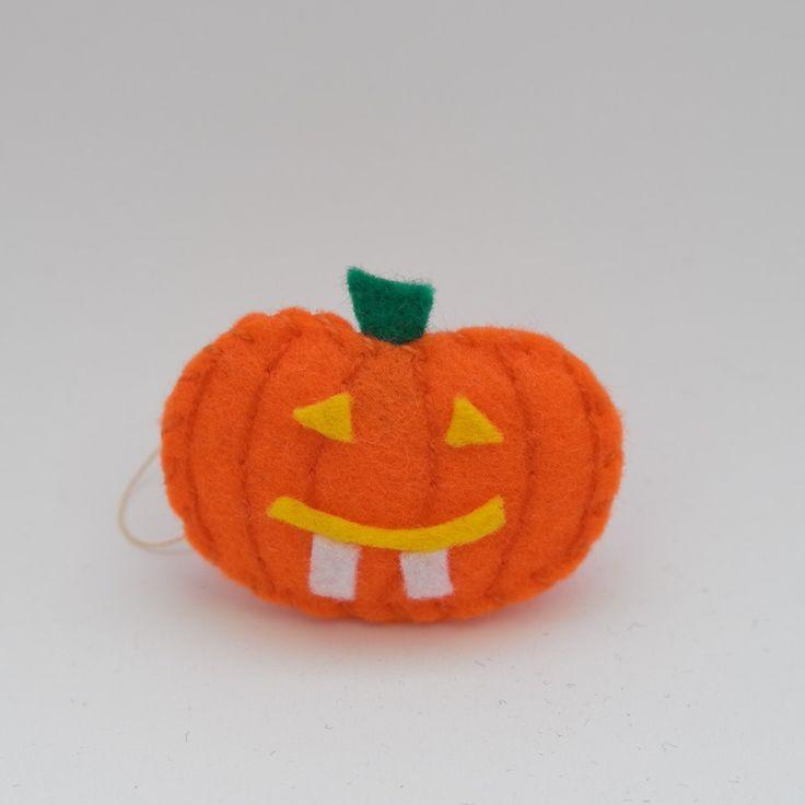 Lovely smile pumpkin - orange pumpkin, fall decoration, hanging decoration, pumpkin handmade - by HalloweenOrChristmas on Etsy