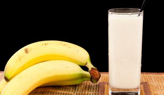 Batido para mantener el peso ideal.  Ingredientes:   3 bananos  1/2 taza de mantequilla de maní suave baja en grasa  1/2 taza de leche sin grasa o leche de soya  1/2 taza de cubitos de hielo  *Puedes poner 1 cucharada de polvo de proteína de suero de leche ó de chocolate (Opcional)   Modo de Preparación:   Coloca todos los ingredientes en la licuadora y procésalos hasta obtener la consistencia deseada.