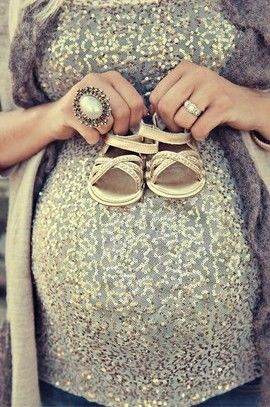Maternity Photo...like this outfit lol