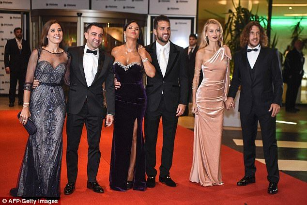 Former Barcelona players smile as they pose for a photo ahead of the glamorous event
