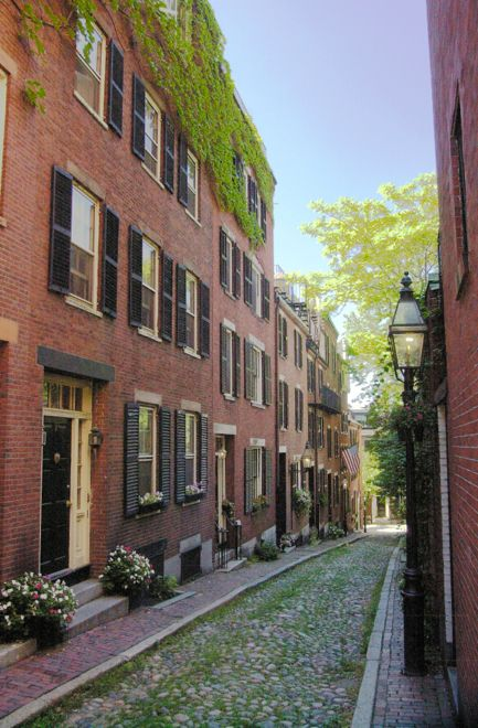 One of the many gorgeous streetscapes of Boston, one of the most elegant US cities ever. Find out all about it in our insider's guide at: http://www.suitcasesandstrollers.com/interviews/view/usa-family-holidays-boston-insider?l=all #GoogleUs #suitcasesandstrollers #travel #travelwithkids #familytravel #familyholidays #familyvacations #traveltips #Boston