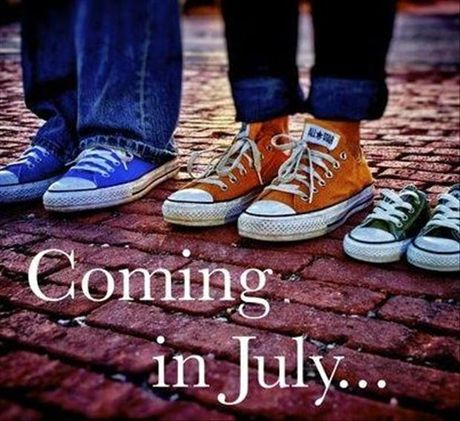 Cute maternity photo. Converse shoes for a new baby.
