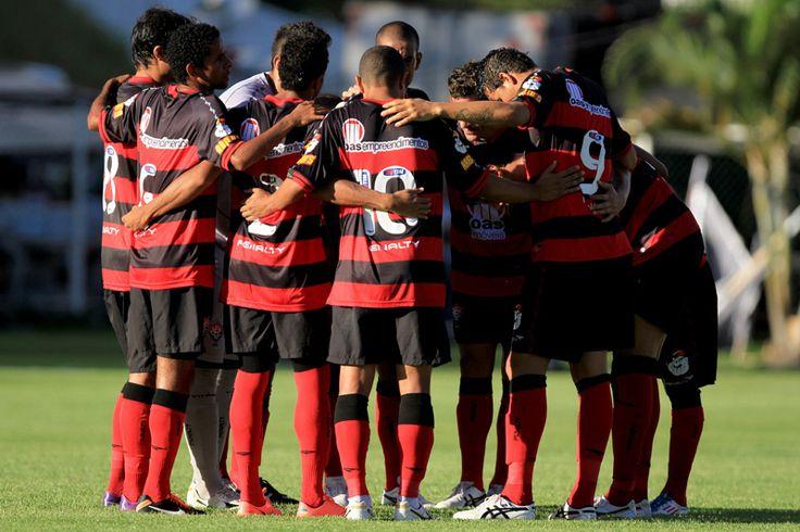 Prediksi Skor EC Vitoria vs Botafago 18 Oktober 2013 – Jadwal Prediksi skor Pertandingan yang akan kami sajikan di Liga Brazil Seria A kali ini adalah EC...