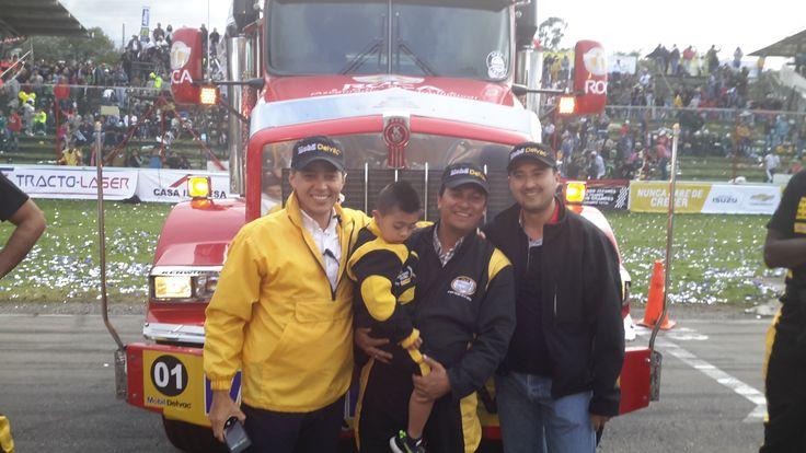 Ganador 2° lugar en la categoría de pesados:  Juan Carlos Galindo, frente a su cabezote.