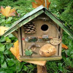 """Nichoir à oiseaux, mésanges, original,bird house, cabane à oiseaux """"becquer la vie"""", déco jardin, bois rustique,cadeau de noël personnalisable"""