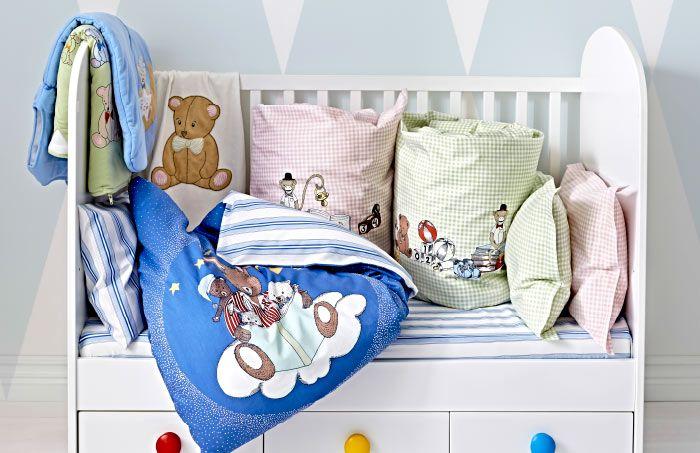 Демонстрация постельного белья для маленьких в голубых, розовых и салатных тонах