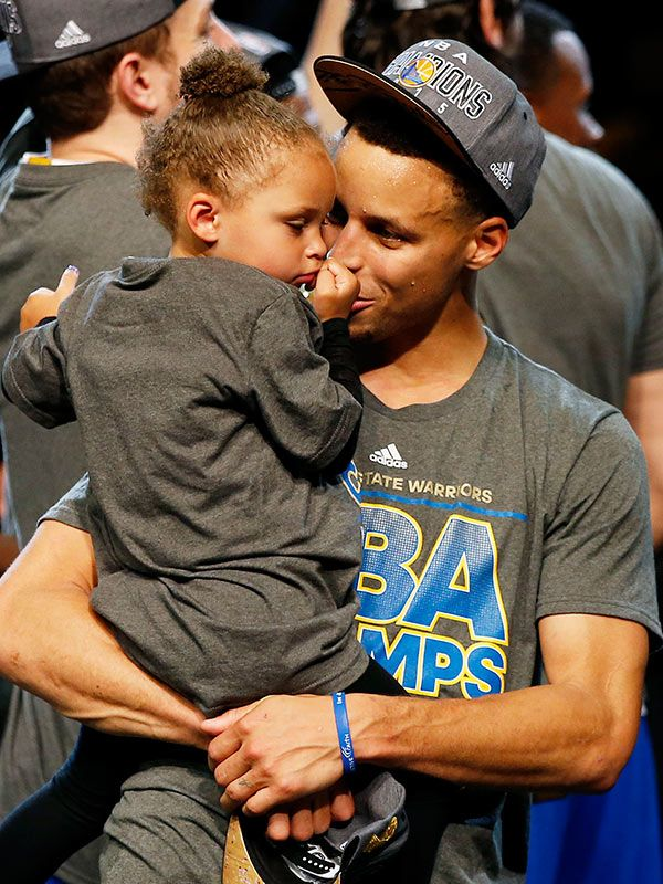 Stephen Curry Celebrates Championship Win With Daughter Riley — Watch. As if Stephen Curry's championship win couldn't be any more sweeter. The Golden State Warriors' guard quickly rushed over to hug and kiss Riley and even brought her up on stage. The best part was when the little superstar told her daddy, 'My turn' and asked for the trophy!