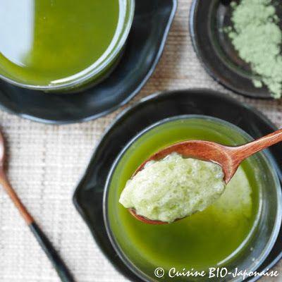 """Recette de Matcha pudding au tapioca Le pudding au tapioca est très rapid et facile à préparer. J'aime ca texture gluante et gélatineux qu'on appelle la texture """"mochi mochi"""" au Japon."""