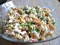 Cremet pastasalat med kylling, bacon og masser af grønt…