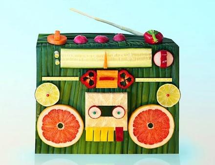 果物を使ったフレッシュなアート「Playing with Food」