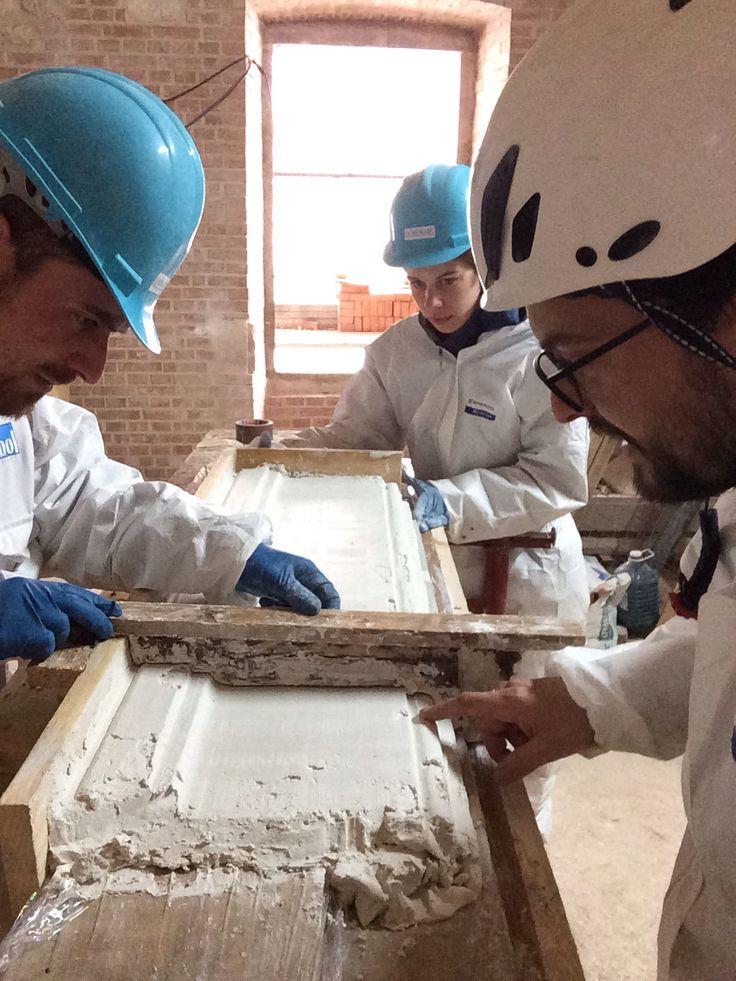 Ricostruzione cornici in stucco. L'Aquila restauro palazzo Ardinghelli. Mimarc.it
