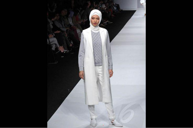 Serba Putih dalam Koleksi Etu di Jakarta Fashion Week 2015 http://bit.ly/1qp2uTD
