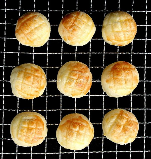 The Best Melt in the Mouth Pineapple Tarts (enclosed version)