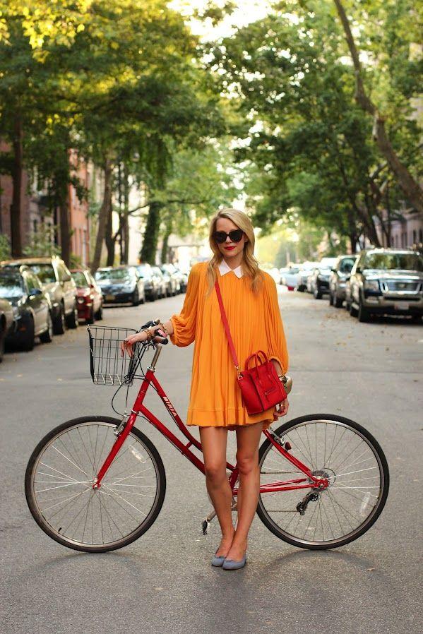 黄色いプリーツワンピースに赤いバッグと自転車がとっても素敵! #eruca