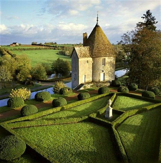 Château de Chatillon ~ Burgundy ~ France ~ Garden maze.