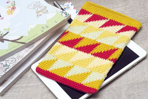 iPad Mini Triangle Tapestry Crochet Sleeve by Wasel Wasel Crafts, free Ravelry download