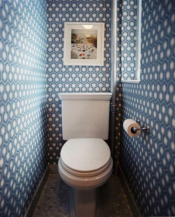 Обои с геометрическим рисунком в туалете