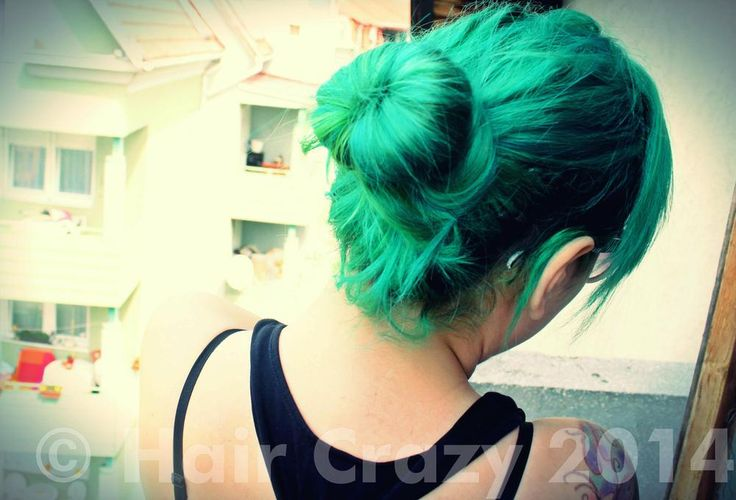 "Venus Envy is a fantastic dark green hair dye, somewhere between ""Green Envy(Green Envy by Manic Panic)"":https://www.haircrazy.com/shop/hair-dye/manic-panic-hair-colour/green-envy/ and Enchanted Forest. With fewer blue tones than Manic Panic's ""Enchanted Forest(Enchanted Forest Hair Colour)"":https://www.haircrazy.com/shop/hair-dye/manic-panic-hair-colour/enchanted-forest/, giving it a truer emerald green tone. A really unique shade! * Vegan * Semi-permanent * For bleached hair * 118ml"
