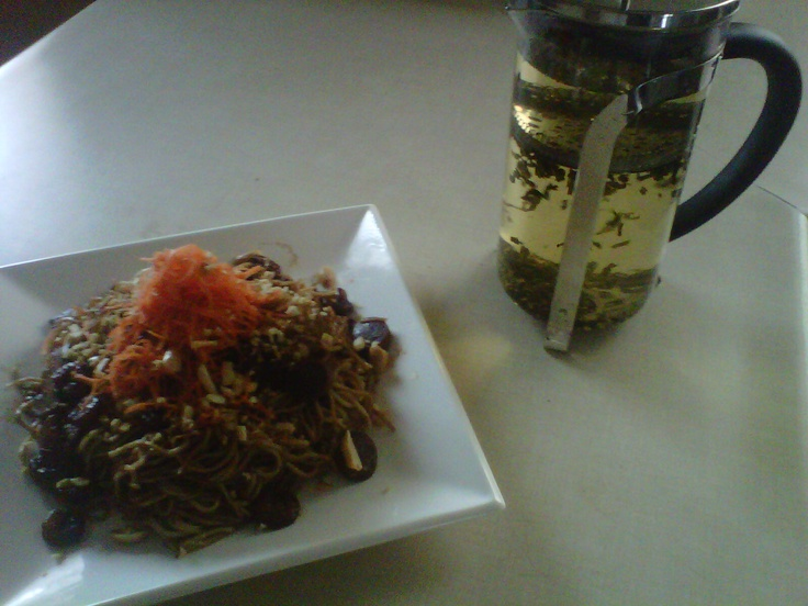 Daniel's Shrimp Pad Thai with a DAZZZZZLING floral cup of Jasmine Green Tea. (Levitating)