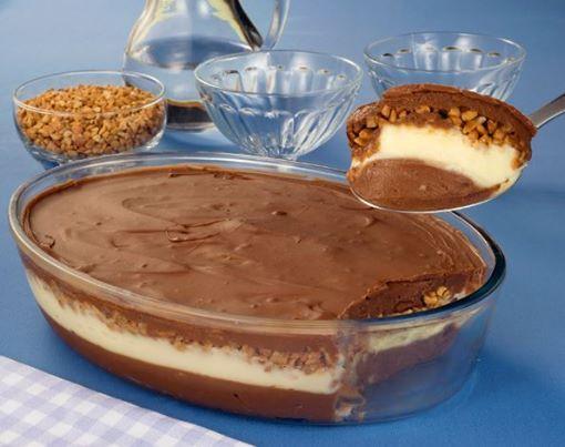 INGREDIENTES Ovo de páscoa recheada na travessa Ingredientes 3 latas de leite condensado 2 colheres (sopa) de maisena 2 latas de leite (use a lata de leite condensado vazia para medir) 6 gemas 1/2 colher (sopa) de essência de baunilha 400g de creme de leite 2 xícaras (chá) de chocolate meio amargo picado 1/2 xícara …